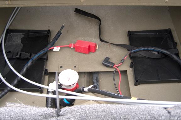 Два лотка для установки аккумуляторов на катере