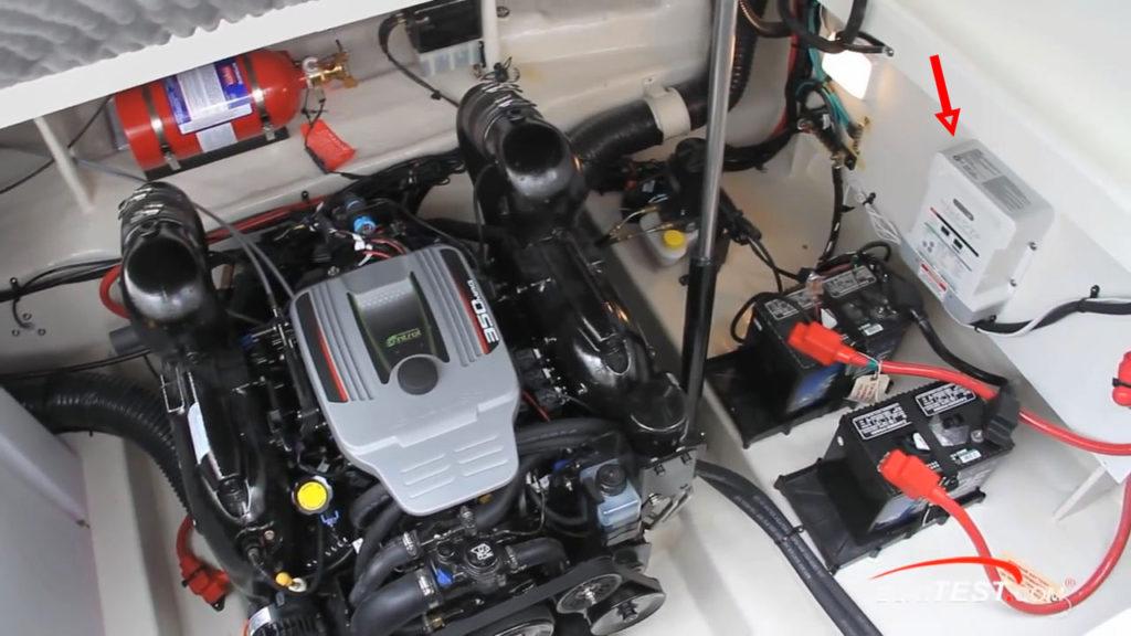 Зарядное устройство на катере Sea Ray