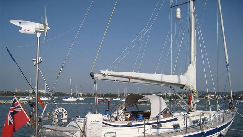 Ветрогенератор D400 установленный на корме яхты
