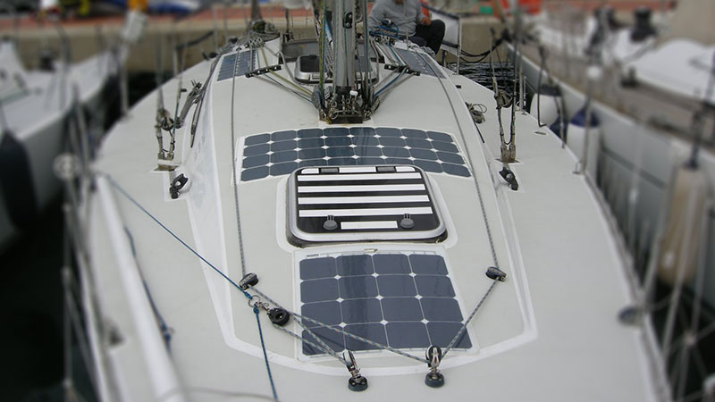 Гибкие солнечные панели на парусной яхте